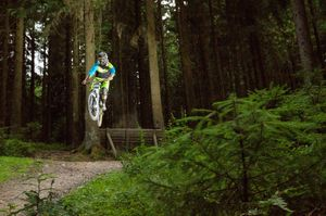 Mountainbiker in der Volksbank-Arena Harz